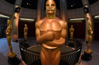 An Oscars statue stands at the end of the red carpet arrivals area ahead of the 89th annual Oscars at the Dolby Theater in Hollywood, California on February 25, 2017 The 2017 Academy Awards will take place in Hollywood on February 26th.  / AFP PHOTO / Mark RALSTON