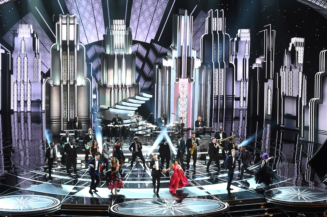 HOLLYWOOD, CA - FEBRUARY 26: Singer/actor Justin Timberlake (C) performs onstage during the 89th Annual Academy Awards at Hollywood & Highland Center on February 26, 2017 in Hollywood, California.   Kevin Winter/Getty Images/AFP