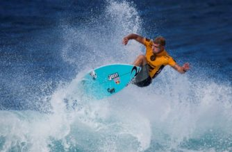 (FILES) A file photo taken on December 15, 2016 shows Australia's Mick Fanning surfing during the Pipeline Masters event of the Vans Triple Crown at Ehukai Beach Park in Haleiwa, Hawaii. Three-time world surfing champion Mick Fanning announced on March 7, 2017, he will return to the world tour full-time this year for the first time since being attacked by a shark. / AFP PHOTO / KENT NISHIMURA