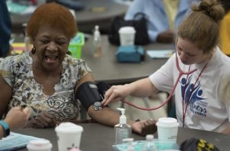 A nurse checks the blood pressure of a patient at Greensville County High School, in Emporia, Virginia, June 25, 2017, receiving free medical aid by Remote Area Medical (RAM). / AFP PHOTO / PAUL J. RICHARDS
