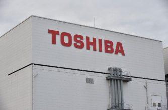 The logo of Toshiba is displayed at a Toshiba Memory Corporation's Yokkaichi plant in Yokkaichi, Mie prefecture on October 13, 2017.     / AFP PHOTO / Kazuhiro NOGI