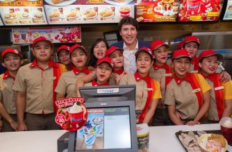 LOOK: Canada PM Trudeau visits a Jollibee branch upon his arrival in PHL