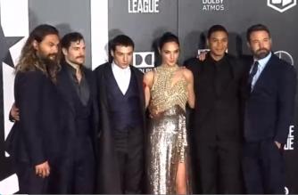 Heroes cast posing for pictures, left To right: Jason Momoa (Aquaman), Henry Cavill (Superman), Ezra Miller (Flash), Gal Gadot (Wonderwoman), Ray Fisher (Cyborg) and Ben Affleck (Batman) /Reuters/