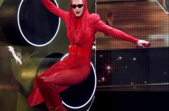 LOS ANGELES, CA - NOVEMBER 07: Singer Katy Perry performs at the Staples Center on November 7, 2017 in Los Angeles, California.   Kevin Winter/Getty Images/AFP