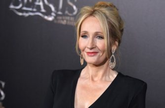 Author J.K. Rowling attends the 'Fantastic Beasts and Where to Find Them' World Premiere at Alice Tully Hall, Lincoln Center in New York on November 10, 2016. / AFP PHOTO / ANGELA WEISS