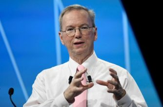 Executive Chairman Alphabet Inc. Eric Schmidt gestures as he speaks during a session at The Viva Technology Event in Paris on June 15, 2017. / AFP PHOTO / BERTRAND GUAY