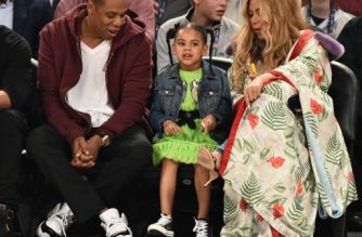 NEW ORLEANS, LA - FEBRUARY 19: Jay Z, Blue Ivy Carter and Beyonce Knowles attend the 66th NBA All-Star Game at Smoothie King Center on February 19, 2017 in New Orleans, Louisiana.   Theo Wargo/Getty Images/AFP
