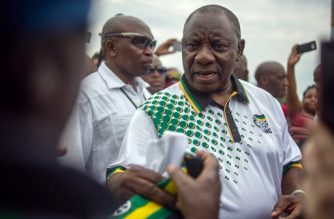 ANC ruling party newly elected president Cyril Ramaphosa (C) arrives to take part in the fourth day of the party's annual national conference, on December 19, 2017 in Johannesburg.  / AFP PHOTO / MUJAHID SAFODIEN