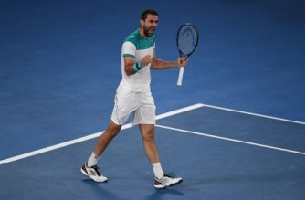 Croatia's Marin Cilic celebrates after winning the second set against Britain's Kyle Edmund during their men's singles semi-finals match on day 11 of the Australian Open tennis tournament in Melbourne on January 25, 2018. / AFP PHOTO / WILLIAM WEST / -- IMAGE RESTRICTED TO EDITORIAL USE - STRICTLY NO COMMERCIAL USE --