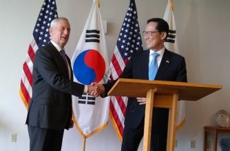 US Defense Secretary Jim Mattis (L) greets South Korean counterpart Song Young-Moo (R) at the top of their meeting on January 27, 2018 in Honolulu, Hawaii.    / AFP PHOTO / Sylvie LANTEAUME
