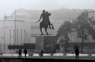 """People walk past a statue of """"Alexander the Great"""" on the waterfront of Thessaloniki on January 17, 2018. Greece and Macedonia return to the United Nations on January 17 seeking to end a dispute that has raged for 27 years over the former Yugoslav republic's name. Greece maintains that the use of Macedonia suggests that Skopje has territorial claims to its own Macedonia  -- a northern region that boasts the port cities of Thessaloniki and Kavala. / AFP PHOTO / SAKIS MITROLIDIS"""